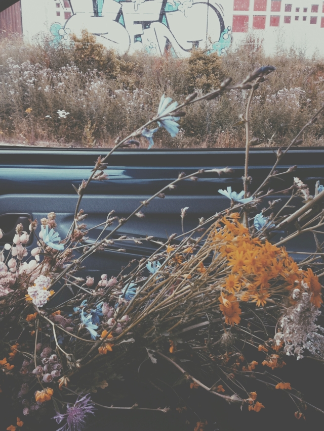 Car full of flowers via Passion and obsession blog