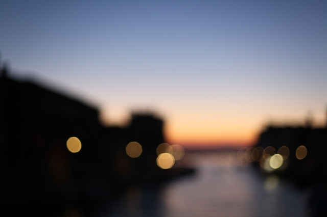 Blurry Venice at night via Stilzitat blog