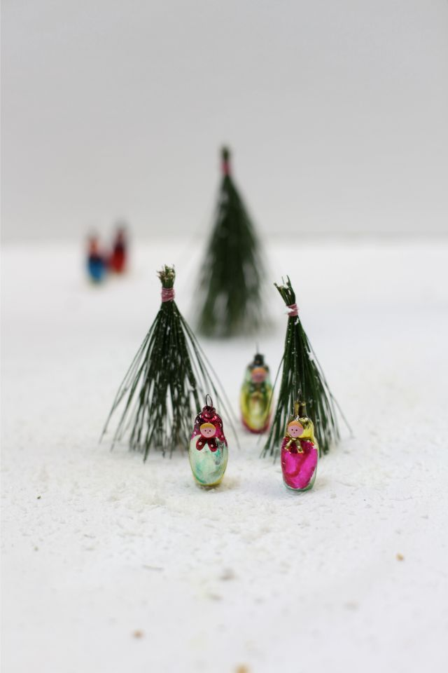 Antique russian matrjoshka christmas baubles in diy pine forest via Stilzitat blog