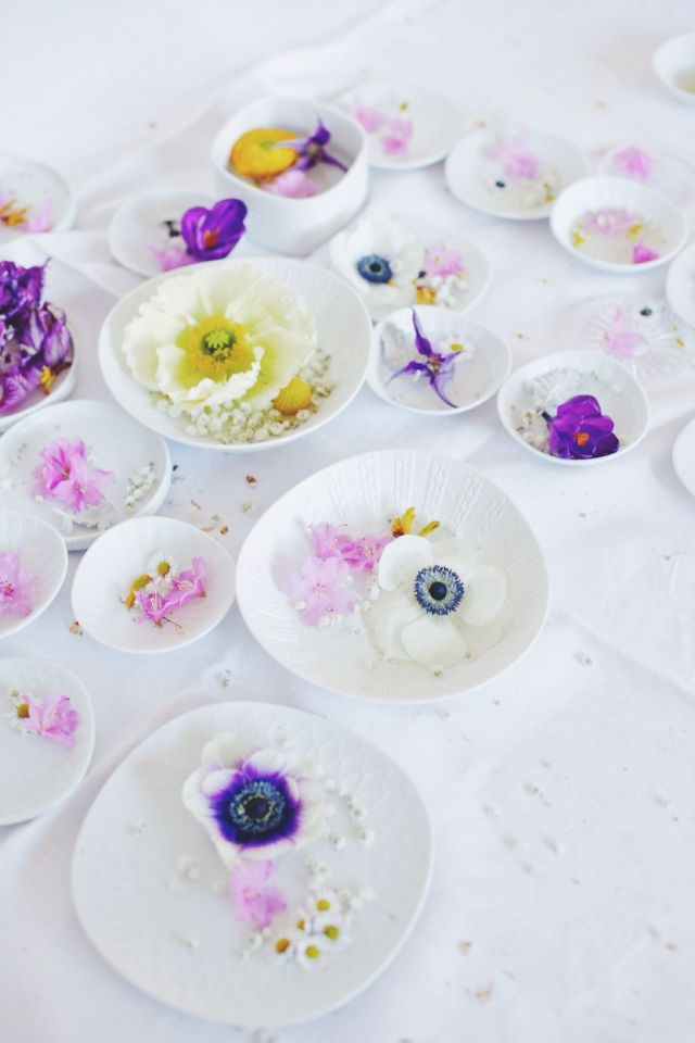 Centerpiece with anemones via Stilzitat blog