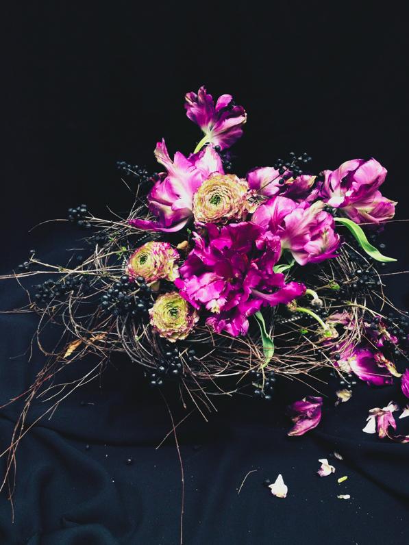 Parrot tulips dark and moody via Stilzitat blog