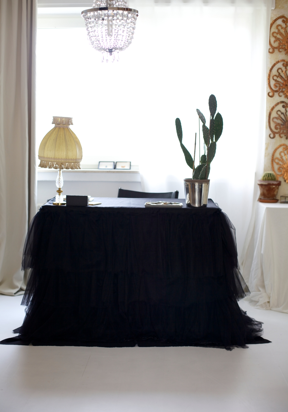 Stilzitat home office black table skirt