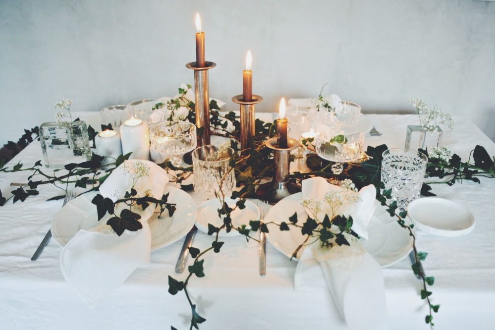 Ivy and Babybreath centerpiece via Stilzitat blog