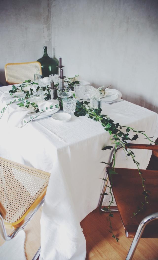 Ivy and Babybreath centerpiece via Stilzitat blog