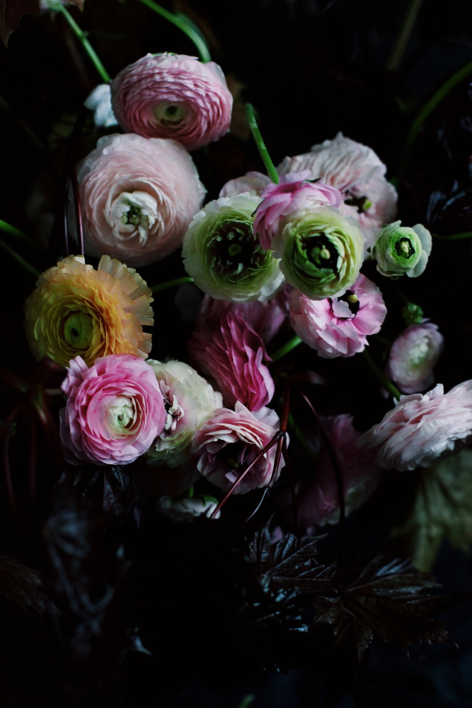 buttercups with dark leaves bouquet via Stilzitat blog